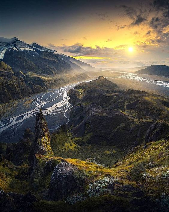 Stunning Places Worth Visiting For In Iceland